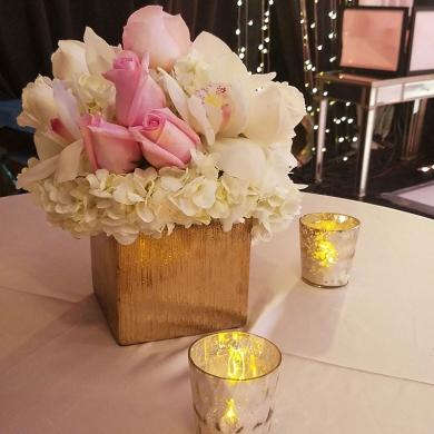 flower-arrangement-wedding-decor-on-the-spouse-house