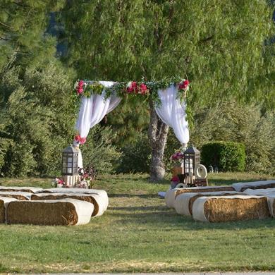 tlc-photos-fun-wedding-themes-western-hay-stacks