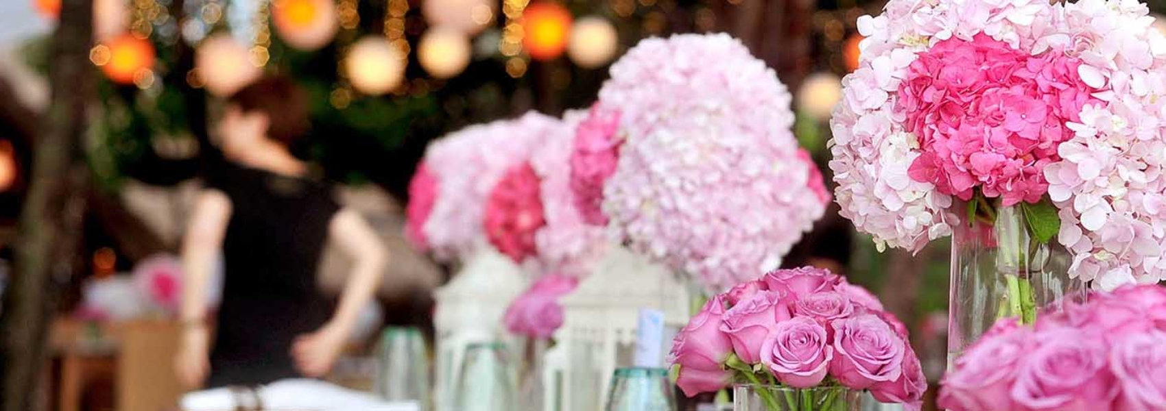 wedding-centerpiece-of-pink-roses-and-pink-hydrangeas